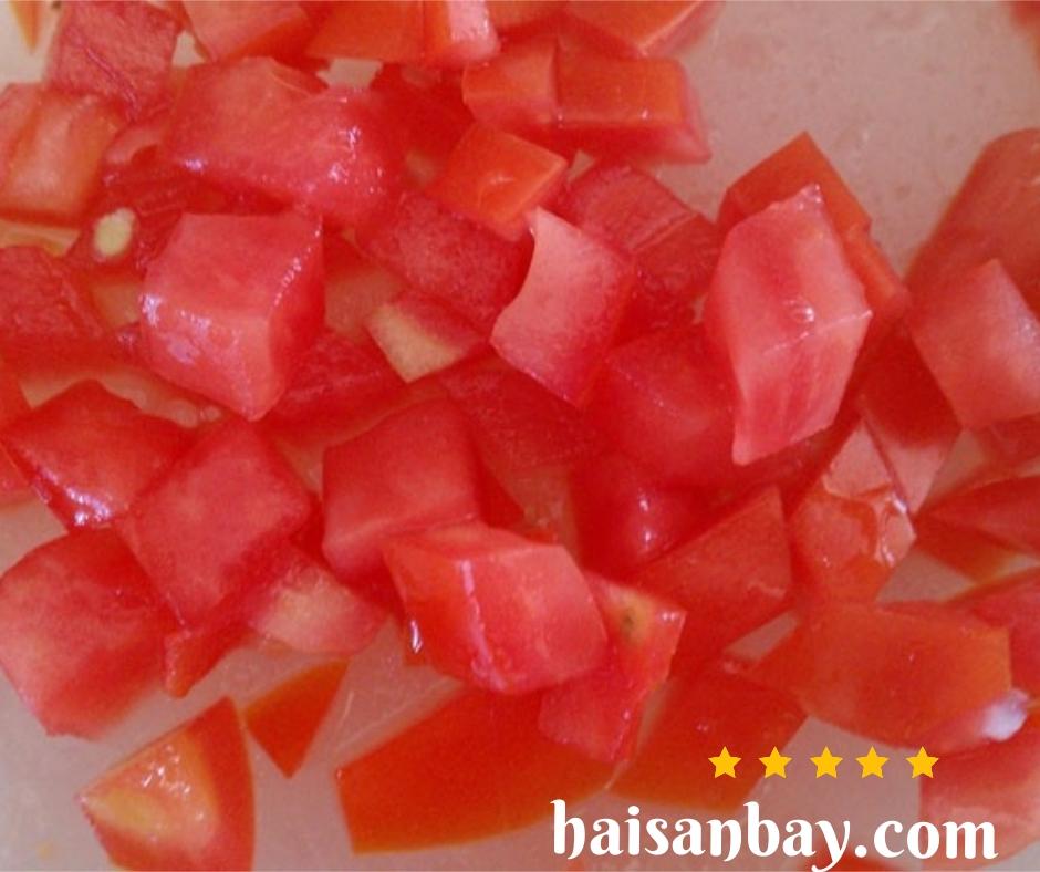 Cắt cà chua hình hạt lựu